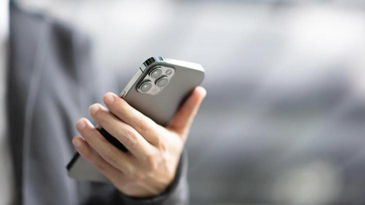 Samsung насмехается над Apple, которая рекламирует некоторые возможности iPhone 13 как нечто уникальное